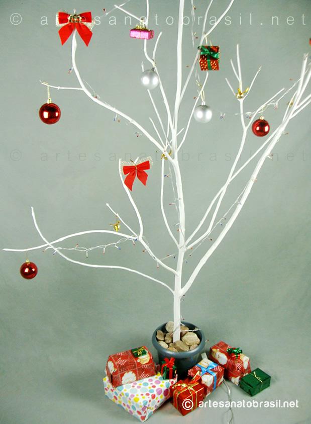 Árvore de Natal com Galhos Secos