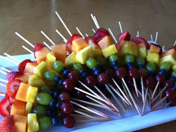 ideias-para-festas-infantil-espetinhos-de-frutas