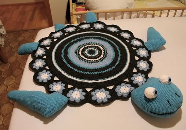 tapete-com-barbante-infantil-tartaruga-azul-preto