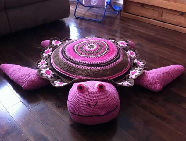 tapete-com-barbante-tartaruga-rosa