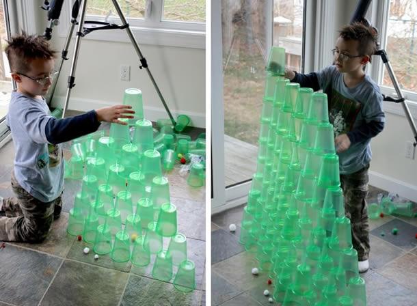 brincadeiras-de-natal-arvore-copos