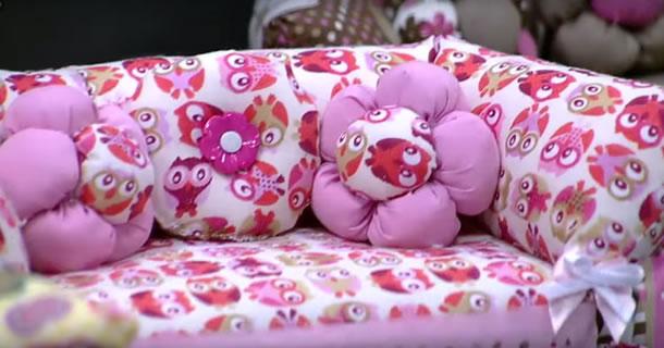 peso-de-porta-com-caixa-de-leite-sofa-rosa