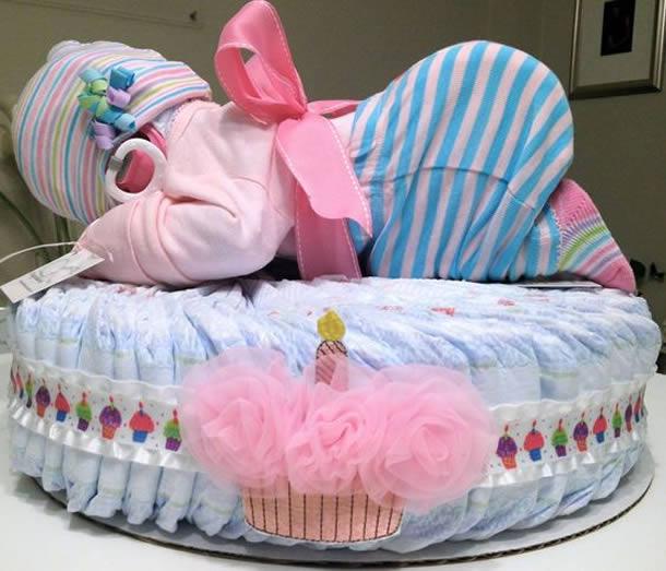 bolo-de-fraldas-rosa-bebe