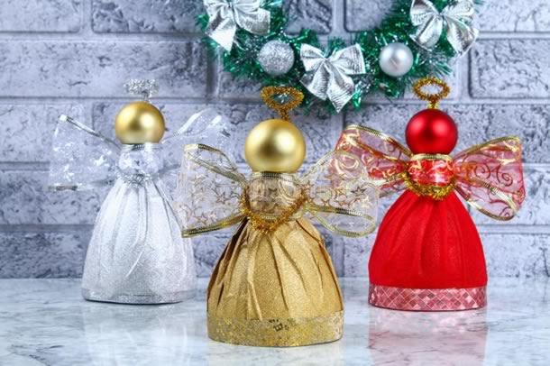 enfeites-de-natal-com-garrafas-pet-anjos
