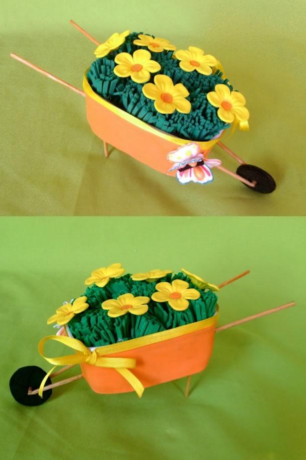 artesanato-com-potes-de-margarina-carrinho-mao