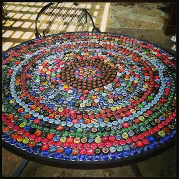 artesanatos-com-tampinhas-mesa
