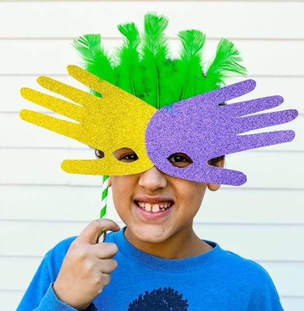 enfeites-de-carnaval-mascara-mao