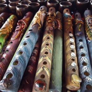 Flautas con bambú decoradas con masilla