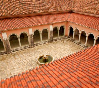 Palácio do Sobralinho, Claustro