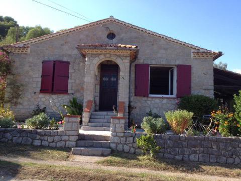 Photo villa avec volets battants plein à pentures