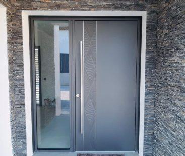 porte d'entrée aluminium avec fenêtre latérale