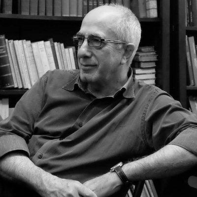 Il rigoroso minimalismo di Aldo Larosa, una criptica lettura della realtà.
