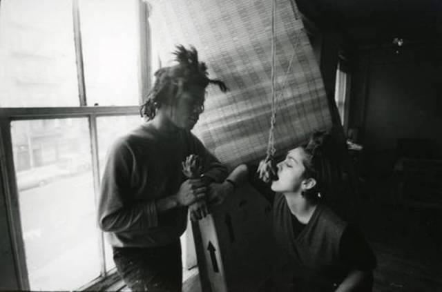 Jean Michel Basquiat nel suo loft con Madonna