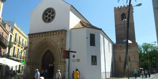 Arquitectura religiosa en Sevilla: Iglesia de Santa Catalina -desde c/ Almirante Apodaca (Foto: Francisco Calvo)