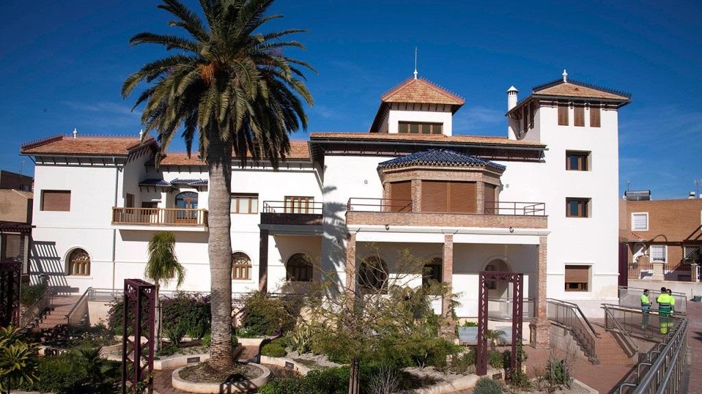 Casa del Cine de Almería - Exposiciones en Almería (Fuente: disponible en la web http://www.andalucia.org/es/turismo-cultural/visitas/almeria/otras-visitas/casa-del-cine-de-almeria/, consultada el 21 de noviembre de 2019)