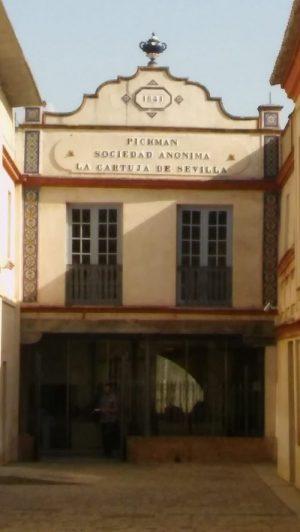 Fachada de interior de la Fábrica de Loza del Marqués de Pickman en el interior Claustro de los Legos del Monasterio de Santa María de las Cuevas de Sevilla