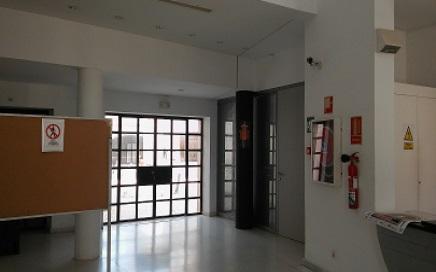 Remodelación de talleres y silos para creación de IAPH. Nueva distribución con paneles prefabricados y vidriados