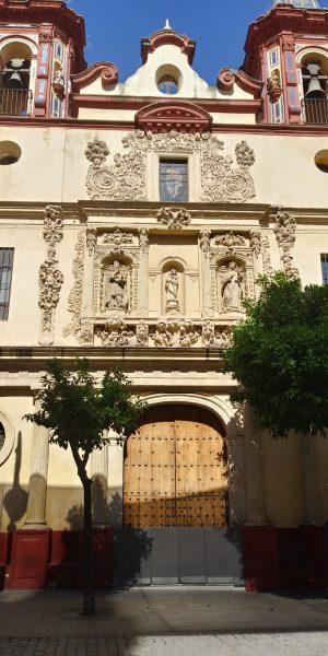 Fachada del Hospital San Juan de Dios - Plaza del Salvador. Rutas para pasear por Sevilla