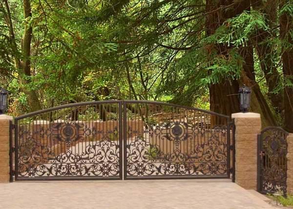 Driveway Gate - Iron Gates 13th Cen France - FDG900