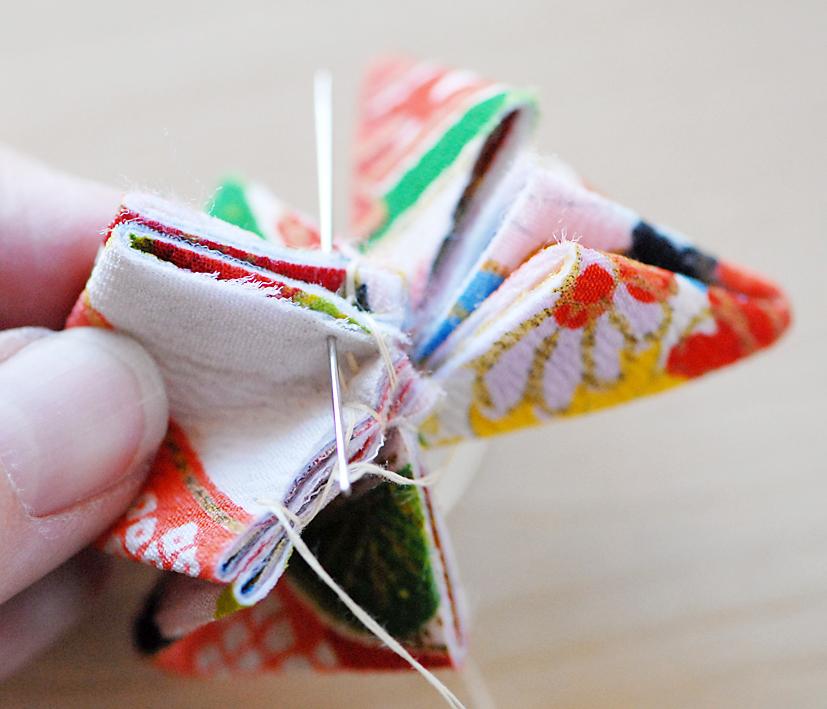 Membuat Bros Cantik Tsumami Kanzashi