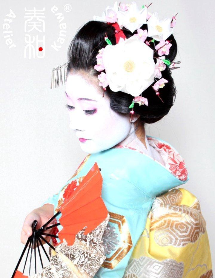 Jepitan Rambut Tsumami Kanzashi Yang Biasa Digunakan Geisha
