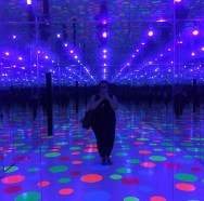 Infinity Dots Mirrored Room :: Yayoi Kusama :: Mattress Factory :: Pittsburgh :: PA