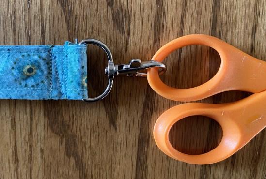 Scissors String d