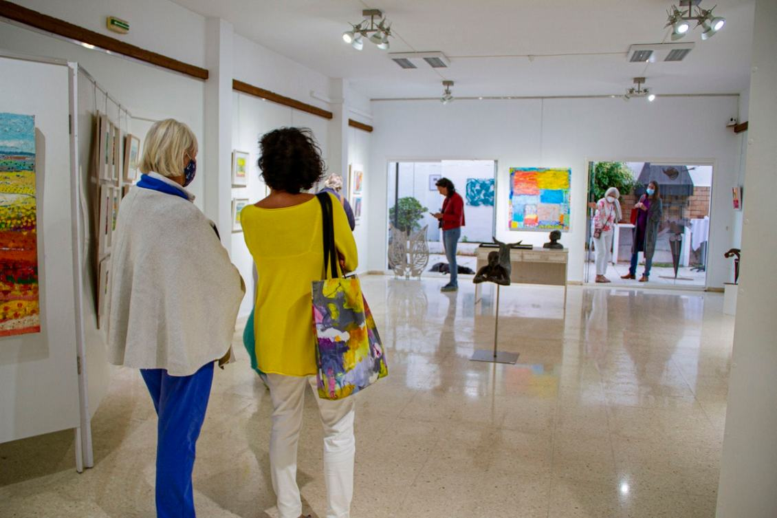 Visitors in the exhibition Sol y Sombra by the Costa del Arte Collective