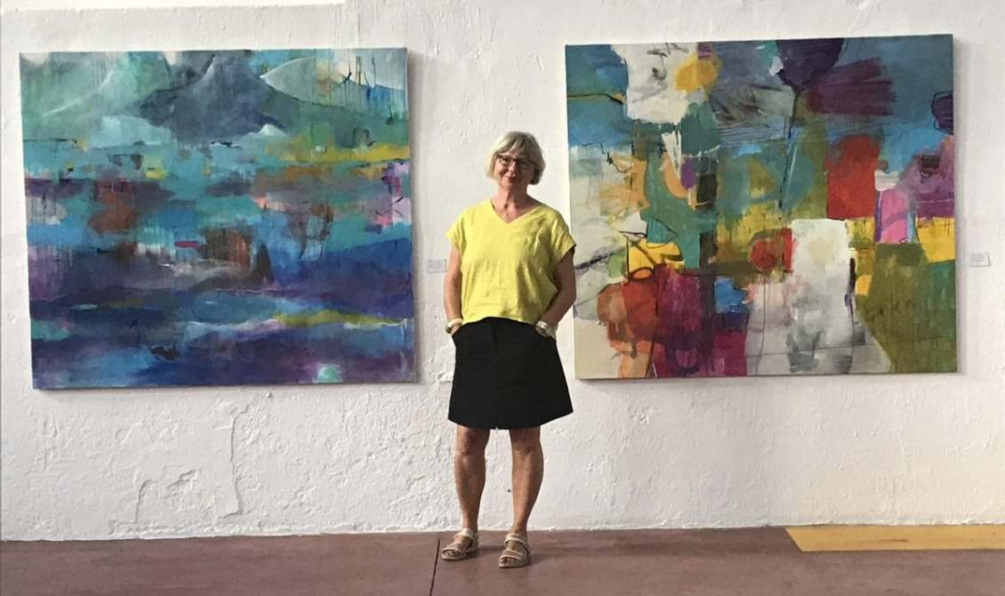 Gerrit Oppelland-Hampel between two of her large paintings