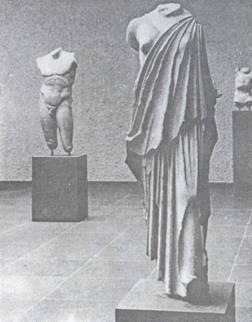 Сучасна експозиція античної скульптури в музеї Базеля з усіма знятими доповненнями