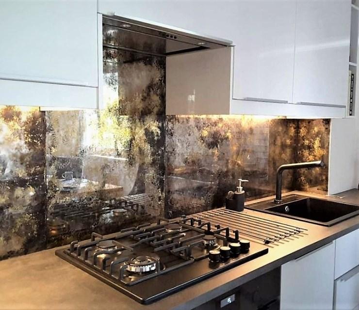 antieke spiegel in de keuken