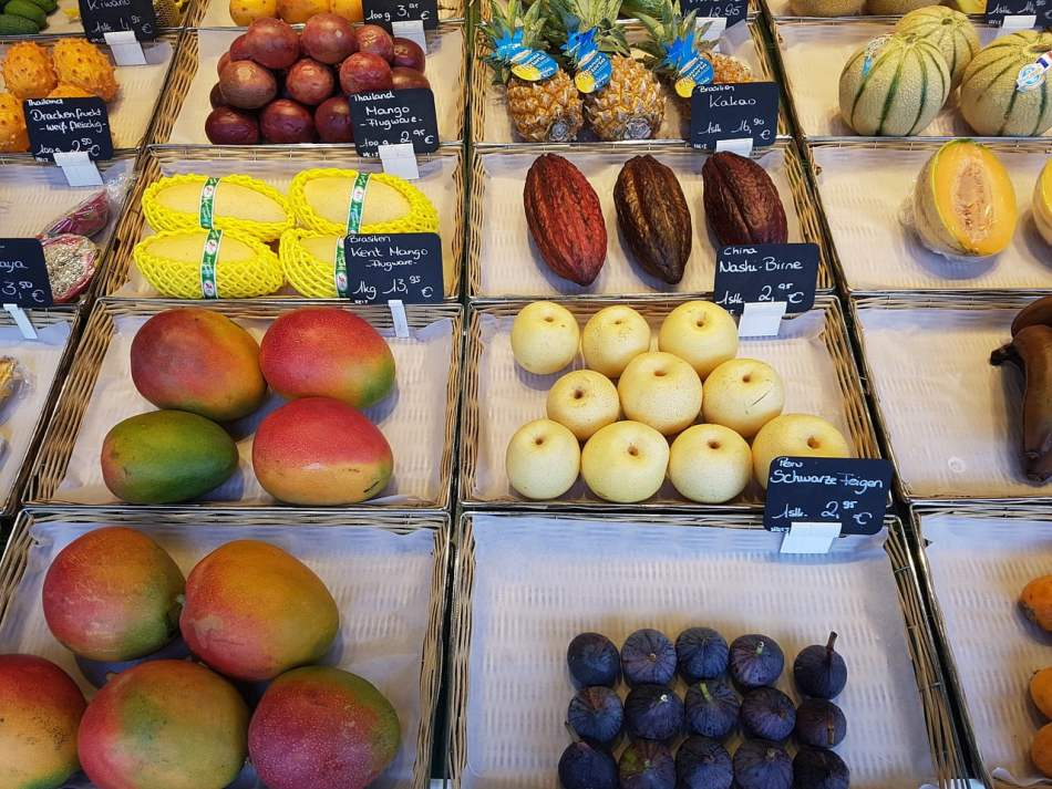 How To Tempt Customers With An Irresistible Food Display 1
