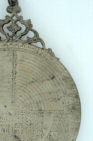 Linee delle preghiere sul verso di un astrolabio