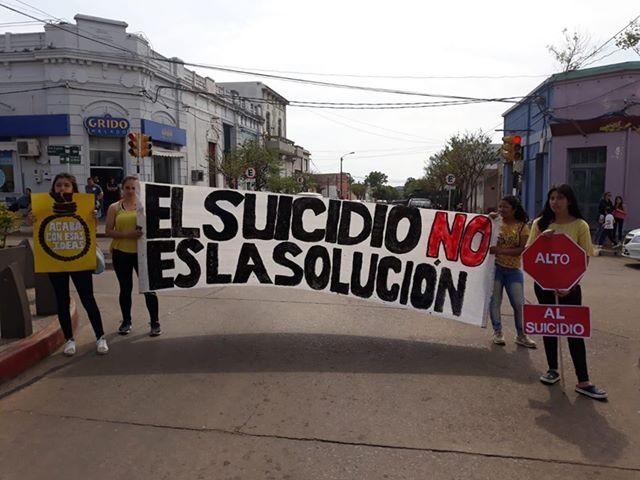 ALUMNOS DEL LICEO 1 REALIZAN MOVIDA DE PREVENCIÓN DE SUICIDIO