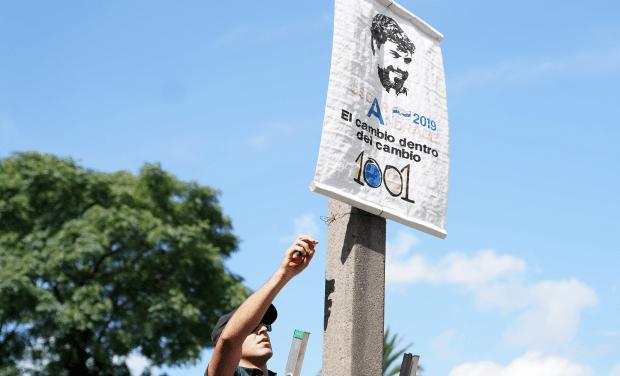 UTE EXHORTA A  NO COLOCAR CARTELERÍA POLITICA  EN COLUMNAS DE TENDIDO ELÉCTRICO