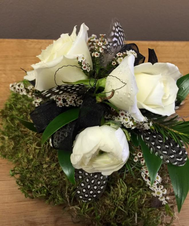 Corsage_feathers