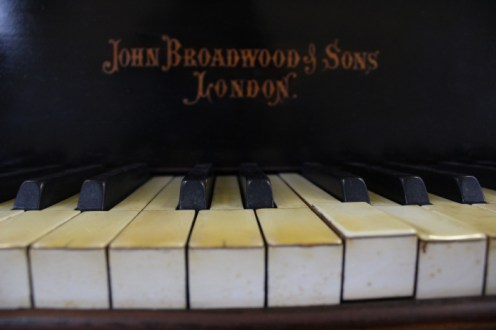 Pezzo originale di John Broadwood & Son - London