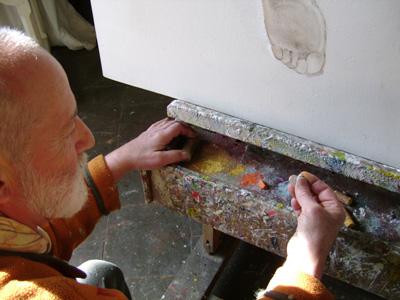 Préparation de couleurs, les pastels sont écrasés. Preparation of colors, pastels are crushed.