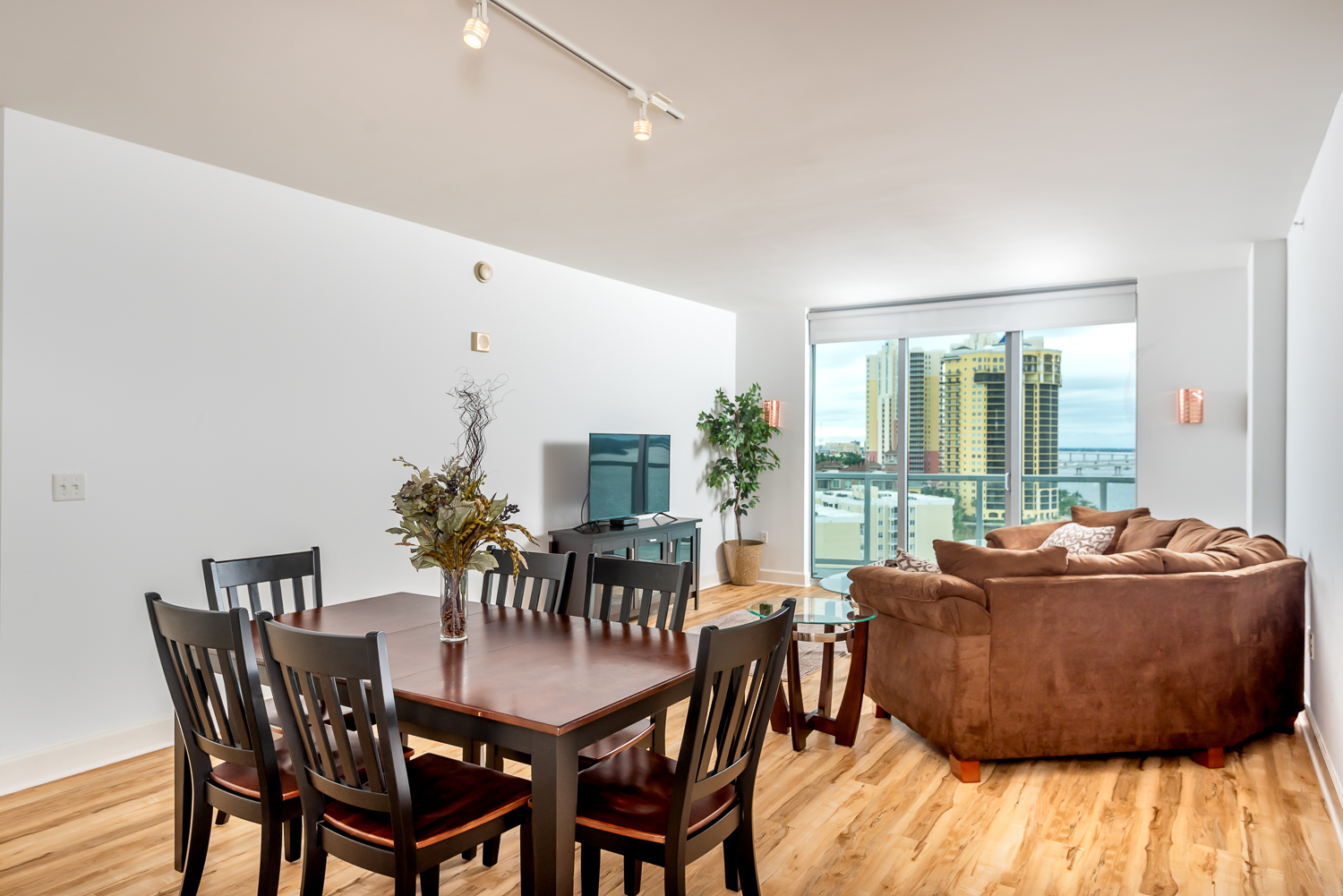 Fort-myers-fl-river-condo-oasis-living-dining-room