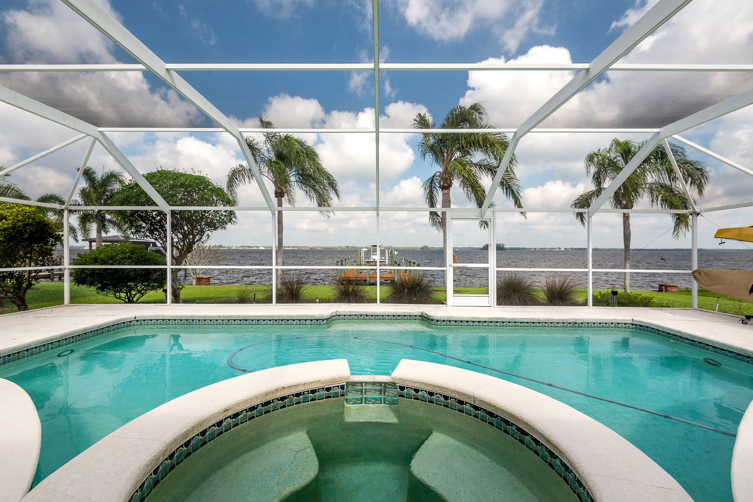 Fort-myers-fl-river-ranch-house-river-pool-screen-cage-hot-tub-pool