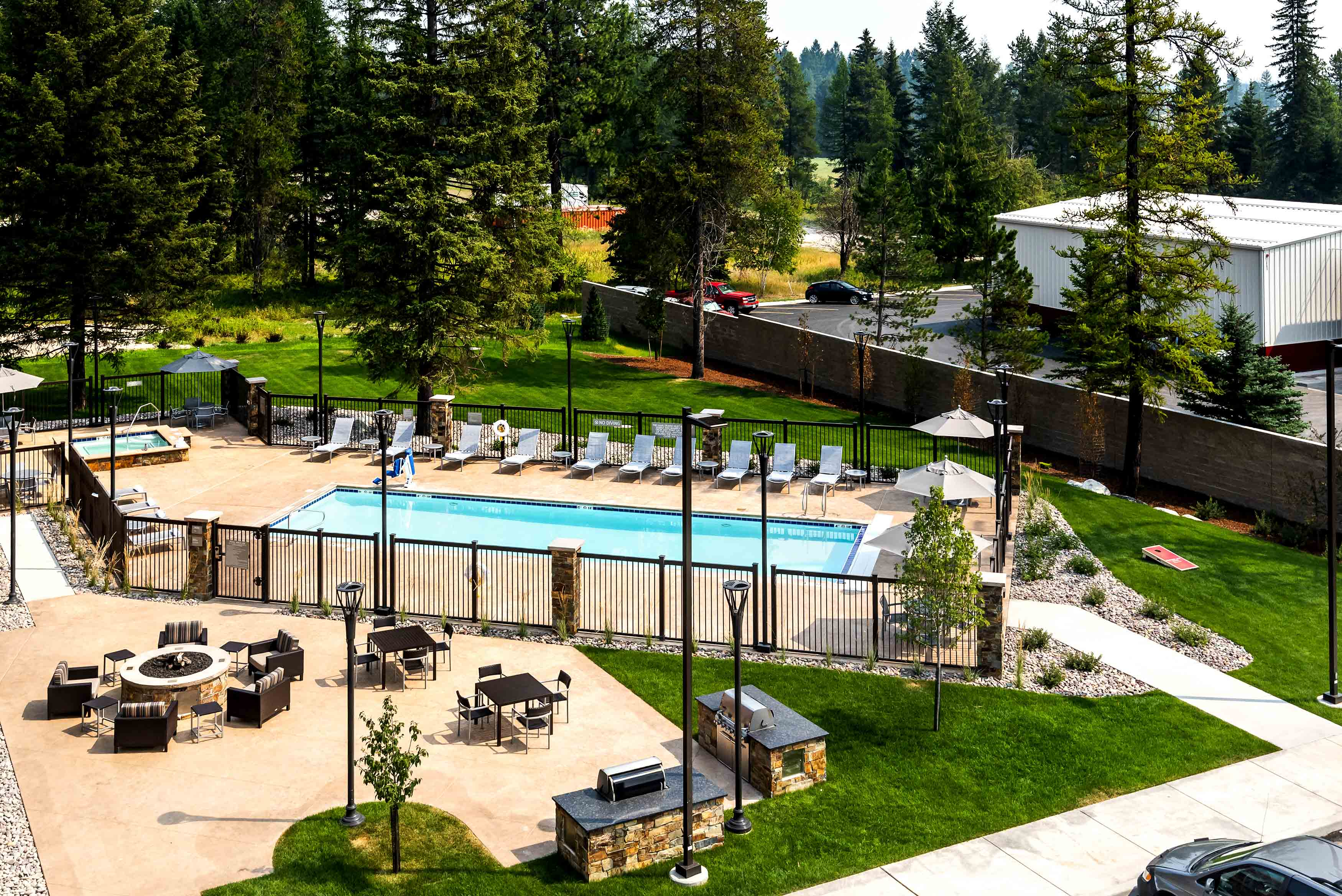 Towne-place-suite-marriott-hotels-towneplace-hotel-whitefish-montana-pool-rooftop