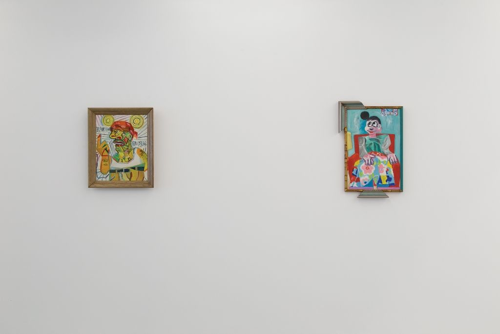 Vista de la exposición Post Neo Mexicanismos. A la izq.: Rubén Ortiz Torres, Macho Mouse, 1991 y La Minnie, 1991. Cortesía: Colección ESPAC