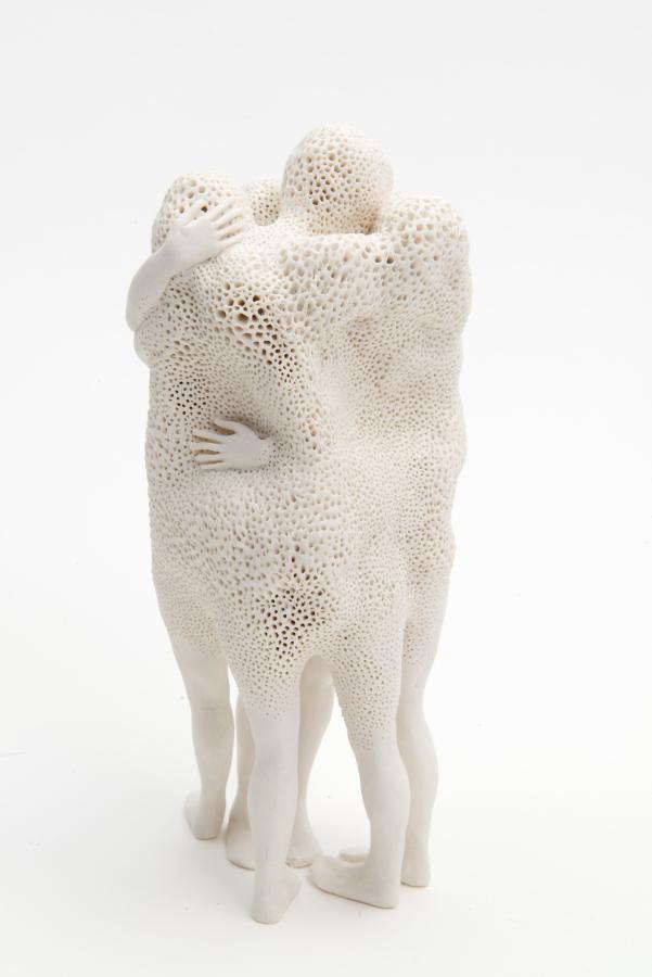 Claudia Fontes, Foreigners (Extranjeros), 2016, porcelana. Cortesía: Claudia Fontes. Foto: Bernard G. Mills.