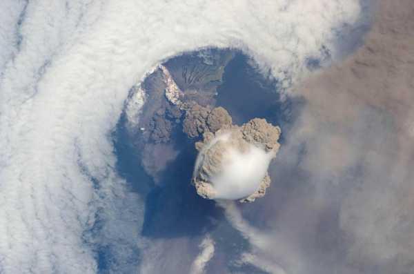Рисунок извержение вулкана – Как нарисовать вулкан ...