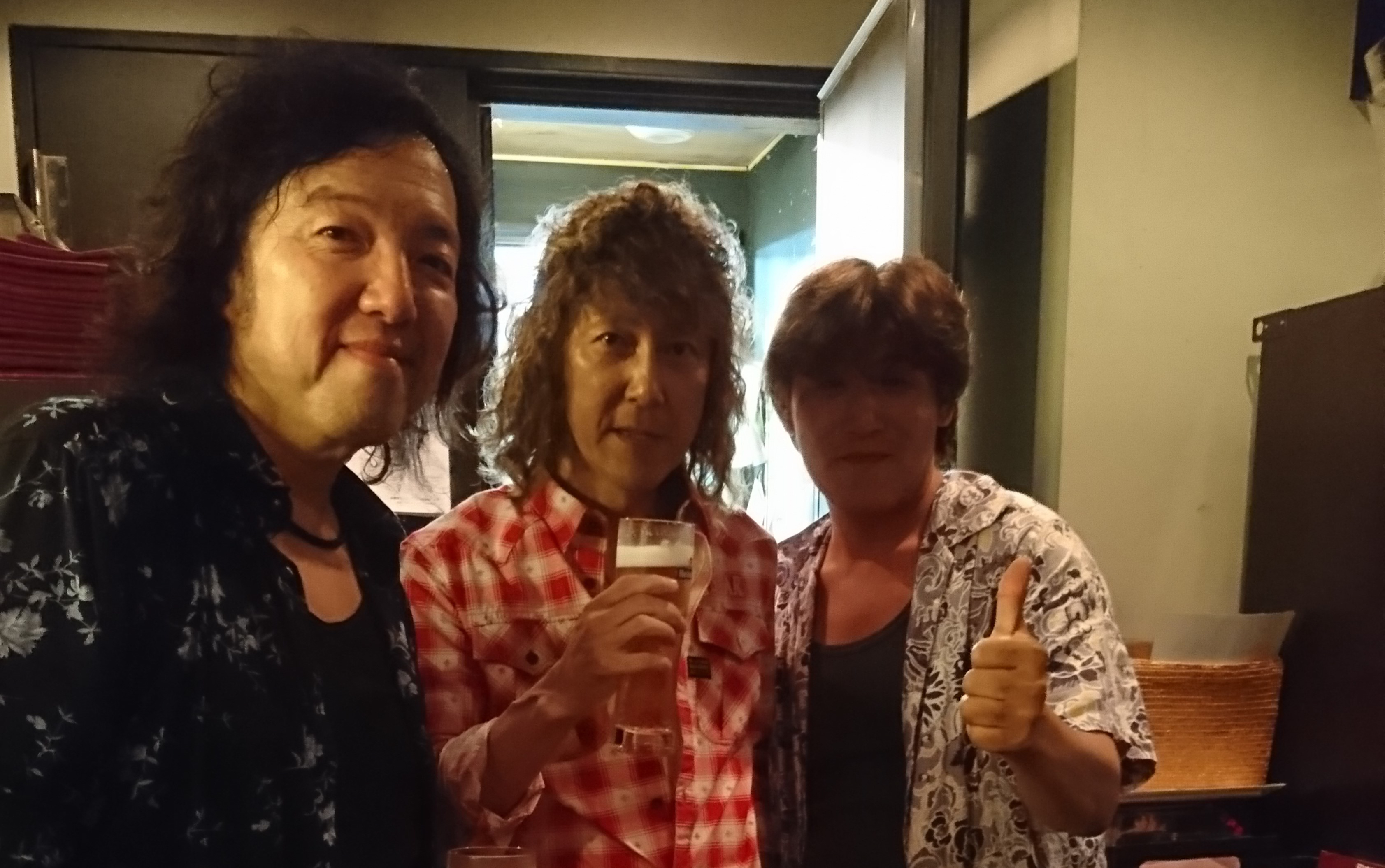 with Toshi Yanagi (Gr) 原健 (B) 草間信一(K) 長谷川 道夫 (Dr) Andrea L. Hopkins-Borroni (Vo) Guitar Special Guest 北島健二