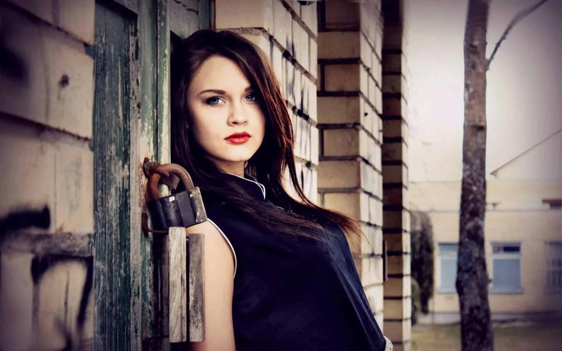 7012343-building-fashion-girl-model-photo (1) 5