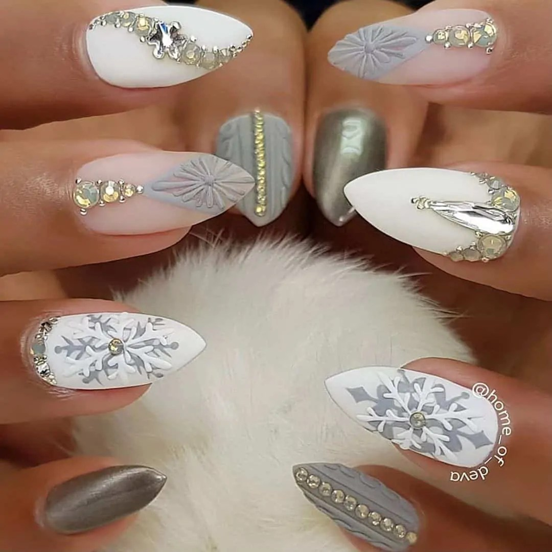 15+ Christmas Nail Ideas You Must See! 71
