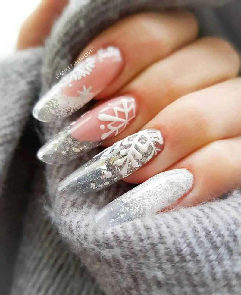 15+ Christmas Nail Ideas You Must See! 80