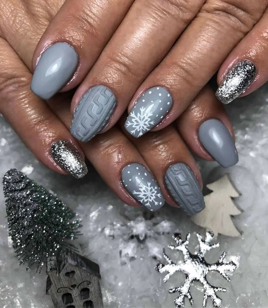 15+ Christmas Nail Ideas You Must See! 35