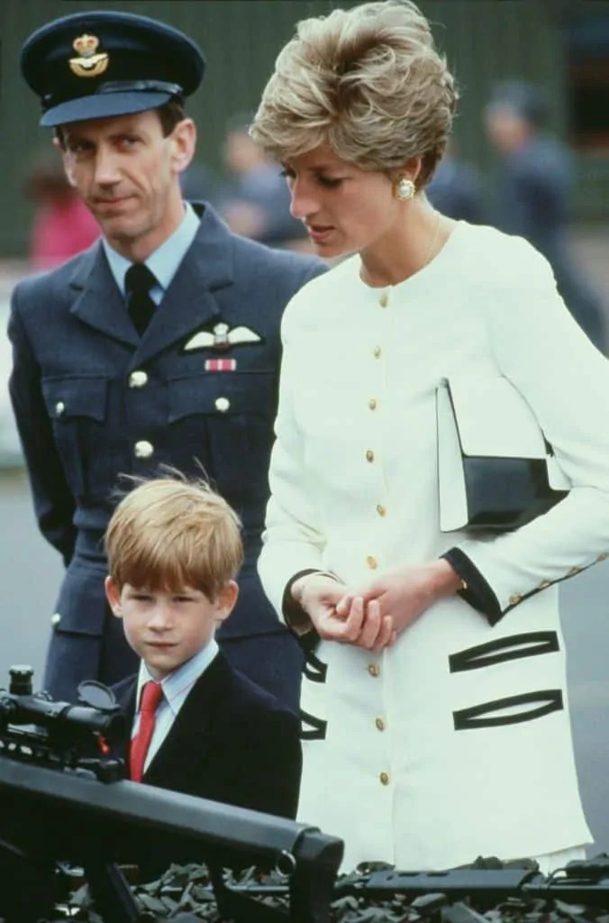 Princess Diana's Style: 150 Of The Most Iconic Princess Diana Fashion Moments 277